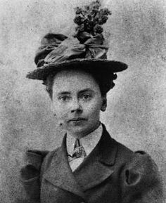 Hearst Castle's Julia Morgan is first woman to win AIA's gold medalhttp://www.latimes.com/entertainment/arts/culture/la-et-cm-julia-morgan-hearst-castle-aia-medal-20131221,0,5344405.story#axzz2oJeJQmYR