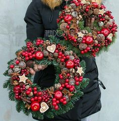 Rustic Natural Fruits Wreath Winter Decoration Rustic Home Decor DECORATION Fruits natural Rustic Winter wreath Christmas Advent Wreath, Xmas Wreaths, Christmas Crafts, Christmas Christmas, Diy Centerpieces, Christmas Centerpieces, Christmas Decorations, Holiday Decor, Rustic Winter Decor