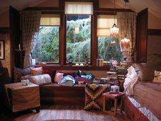 aria montgomery's bedroom