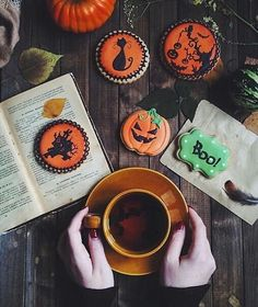 Find images and videos about food, book and coffee on We Heart It - the app to get lost in what you love. Halloween 2018, Halloween Chic, Holidays Halloween, Happy Halloween, Samhain Halloween, Halloween Stuff, Halloween Season, Halloween Inspo, Halloween Table