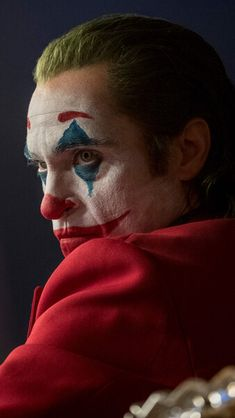 New promotional image of Joaquin Phoenix in Joker Joker Batman, Der Joker, Joker And Harley Quinn, Gotham Batman, Batman Art, Joaquin Phoenix, Joker Iphone Wallpaper, Joker Wallpapers, Laptop Wallpaper