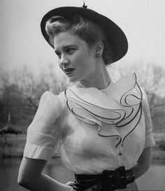 If you're going to do a ruffled 1940s collar, go big or go home! :) (photo by Nina Leen, 1942).