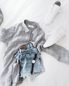Black and white striped shirt denim shorts black watch whte sneakers adidas nike puma new balance outfit casual street style fall summer spring autumn fashion trends inspo sophisticated Look Fashion, Fashion Outfits, Fashion Trends, 90s Fashion, Fashion Flatlay, Autumn Fashion, Fashion Ideas, Fashion Advice, Fashion Women