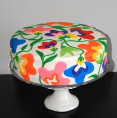 A Bright Floral 50′th Birthday Cake | yum