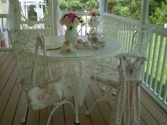 Porch dining in Shabby Chic (pinned from Beatrice Banks)