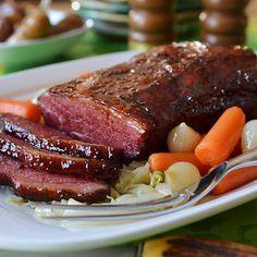 Corned Beef In Oven, Corned Beef Brisket, Corned Beef Recipes, Meat Recipes, Dinner Recipes, Cooking Recipes, Dinner Ideas, Corned Beef Glaze Recipe, Braised Brisket