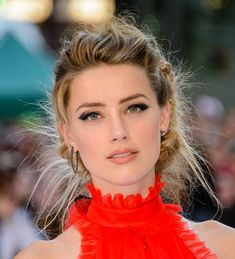 Statement eyeliner: Amber Heard in Sharp winged black eyeliner which suits pretty well her face shape. Amber Heard Bikini, Beautiful Celebrities, Beautiful Actresses, Older Actresses, World Most Beautiful Girl, Hair Photo, Face Shapes, Pretty Face, Star Fashion