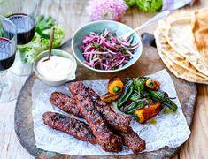 Kebab med yoghurtsås och libabröd - Viva vin o mat Chimichurri, Sugar And Spice, Great Recipes, Grilling, Recipies, Spices, Goodies, Lunch Ideas, Drink