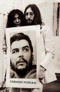 John Lennon and Yoko Ono with Che Guevara poster John Lenon, Che Guevara Quotes, Pablo Emilio Escobar, Viva Cuba, John Lennon Yoko Ono, Ernesto Che Guevara, Old Movie Stars, Historical Pictures, Special People