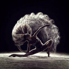 Amazing Poetic Portraits of Dancers and Acrobats – Fubiz Media