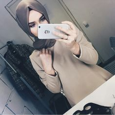 Images and videos of hijab style Muslim Women Fashion, Modest Fashion, Girl Fashion, Islamic Fashion, Fashion Black, Fashion Tips, Beautiful Hijab Girl, Beautiful Muslim Women, Hijab Casual