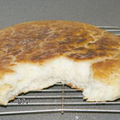 Old Timey Biscuit Bread -------- Tender, rustic biscuits that require no kneading, not even turning on the oven! Just mix together and cook in a cast iron skillet on top of the stove! Skillet Bread, Pan Bread, Skillet Meals, Bread Baking, Skillet Cooking, Electric Skillet Recipes, Iron Skillet Recipes, Cast Iron Recipes, Biscuit Bread