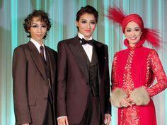 宝塚歌劇団月組公演「グランドホテル」「カルーセル輪舞曲」制作発表会に出席した(左から)美弥るりか、珠城りょう、愛希れいか=都内