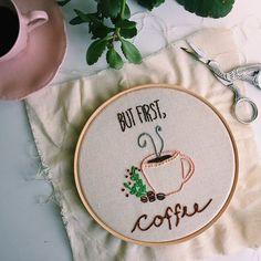 Sempre! E no primeiro dia útil de 2017 também ☀️☕️ . . . . #café #coffeelovers #bordado #embroidery #broderie #feitoamao #manual #bordadomanual #handmade #bordadoembastidor #bastidornadecoracao #decor #decoracao #feitocomamor #stitching