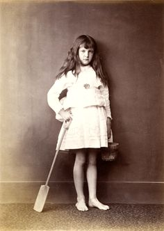 """Lewis Carroll, """"Xie"""" Kitchin with Bucket and Spade, circa The Marjorie and Leonard Vernon Collection, gift of The Annenberg Foundation and promised gift of Carol Vernon and Robert Turbin Lewis Carroll, Lewis Hine, Antique Photos, Old Photos, Vintage Photos, Vintage Portrait, Alice Liddell, Adventures In Wonderland, Alice In Wonderland"""