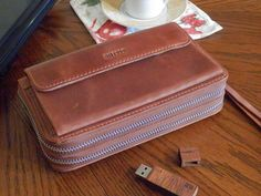 We have designed this capacious functional wallet especially for practical business persons.