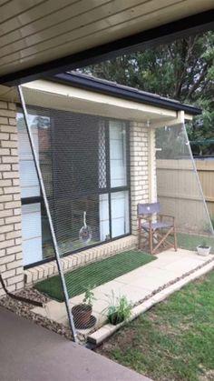 Diy Cat Enclosure, Outdoor Cat Enclosure, Cat Fence, Cat House Diy, Cat Cages, Cat Run, Cat Garden, Balcony Garden, Balcony Ideas
