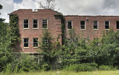 Ooooo, this would be a neat place to explore!!!  Bryce Hospital - Northport, Alabama
