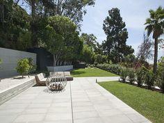 Der Ausdruck einer modernen Villa von Hagy Belzberg Homesthetics Front yard