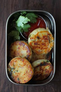 Best Indian Food Recipes : Cheese Rava Cutlet Cheese Rava Cutlet is truly a delicious tea-time snack. Find how to make perfect cheese rava cutlet recipe in a few simple steps. Tea Time Snacks, Veg Recipes, Cooking Recipes, Healthy Recipes, Indian Recipes, Healthy Snacks, Snack Recipes, Cooking Rice, Cooking Hacks