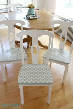Stenciled Chair Seats - A Thrifty and Fun Kitchen Chair Makeover Funky Painted Furniture, Painted Chairs, Repurposed Furniture, Home Furniture, Furniture Stencil, Furniture Design, Furniture Projects, Black Dining Room Chairs, Old Chairs