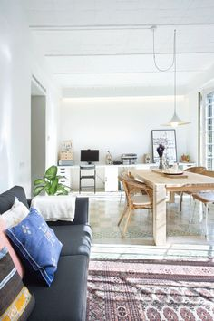 800 Square Feet of Modern Beauty in Barcelona