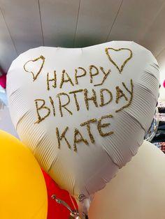 Glimmer auf einem schönen Satin-Luxe Ballon. Schöne individuelle Beschriftungsmöglichkeiten. Alles im Ballonversand möglich bei CreaDIVA.ch Happy Birthday, Birthday Cake, Bed Pillows, Shops, Satin, Gifts, Nice Asses, Happy Brithday, Pillows