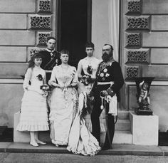 Ernst Ludwig (ernie), Princess Alix of Hesse (later Tsarina Alexandra of Russia), Princess Victoria, Princess Irene and their father Grand Duke Louis IV of Hesse. Taken at the wedding of Princess Beatrice : Alix was a bridesmaid Queen Victoria Children, Queen Victoria Family, Queen Victoria Prince Albert, Victoria And Albert, Princess Beatrice Wedding, Princess Louise, Princess Alice, Prince And Princess, Princess Alexandra