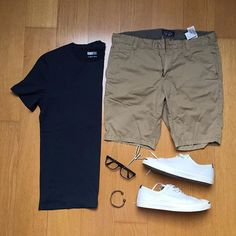 326 curtidas, 5 comentários - ▪️Men's Style Outfit Grid ( - Lois Home Style Outfits, Short Outfits, Casual Outfits, Men Casual, Fashion Outfits, Outfit Styles, Fashion Ideas, Grey Shorts Outfit, Fashion Mode