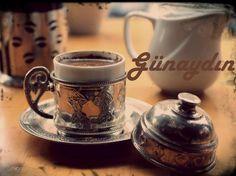 Şimdi sıcacık bir kahve olsa ne iyi olur değil mi?Haydıi kendine bir iyilik yap ve bir fincan kahve yudumla. #arıcılıkmalzemeleri #zeytintırmığı #çatıtarağı #buzağıızgarası #çamurteknesi www.ercikaplastik.com.tr