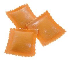 RAVIOLI ALL'ARANCIA - Pasta fresca all'uovo con ripieno - Cottura: 3 minuti. Ingredienti pasta: semola di grano duro, farina, uovo, sale. Ingredienti ripieno: ricotta, arance, Grana Padano, sale, spezie. #Poggiolini #pasta #pastafresca #ravioli #arancia #Toscana