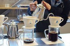 東京にはスターバックスが至る所にあります。それでもブルーボトルコーヒーに並びたいと思うのは、「サードウェーブ」のコーヒーを飲みたいという、コーヒー好きの人たちの心を掴んだから。