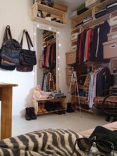 O quarto de pallet e caixotes do Perek