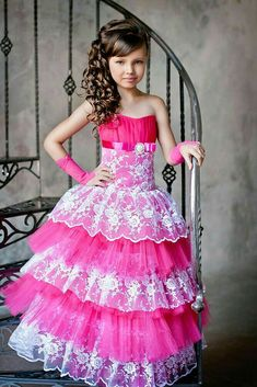 Girls Dress Up, Dresses Kids Girl, Kids Outfits Girls, Girls Party Dress, Girl Outfits, Princess Frocks, Princess Flower Girl Dresses, Baby Girl Frocks, Frocks For Girls