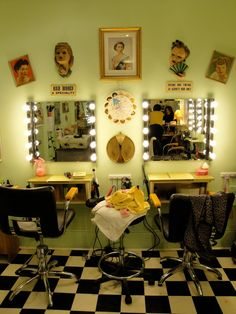 Cute idea for vintage salon, I like the floor and the lights on the mirrors