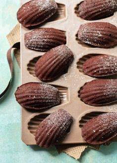 French Chocolate Madeleines French Chocolate Madeleines - A recipe for simple, classic chocolate madeleines — little French cakes that are combination cake and cookie, moist on the inside with a thin, crisp crust on the outside. Cookie Desserts, Chocolate Desserts, Just Desserts, Cookie Recipes, Dessert Recipes, Gourmet Desserts, Brownie Recipes, Plated Desserts, Cupcake Recipes