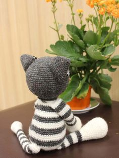 Cute Cat Molly - PDF Crochet Pattern - Download Instantly Cat Molly is a perfect gift for children. She is very cute, sweet and cuddly cat. Easy to follow the pattern. What you need: • Yarn: I am using 8ply yarn but you can use any yard which are availiable at home or your locally