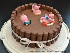 Sweet Dreams and Sweet Living: Swimming pigs Twix cake Pretty Cakes, Cute Cakes, Pigs In Mud Cake, Twix Cake, Piggy Cake, Barrel Cake, Pool Cake, Pig Birthday Cakes, Gateaux Cake