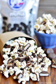 Chocolate covered peppermint patty popcorn made with York minis peppermint patties and peppermint extract. Popcorn Snacks, Flavored Popcorn, Gourmet Popcorn, Popcorn Recipes, Best Dessert Recipes, Fun Desserts, Delicious Desserts, Snack Recipes, Yummy Food