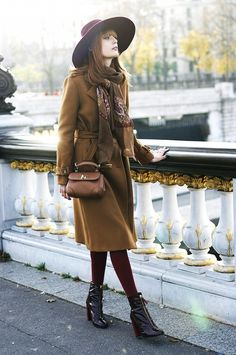 Louise Ebel in a brown coat, burgundy tights, patent boots and a matching wide-brim hat. Cold Weather Dresses, Redhead Fashion, Street Style 2016, Fall Fashion Trends, Fashion Ideas, Fashion Inspiration, Weekend Style, Dress With Boots, Autumn Winter Fashion