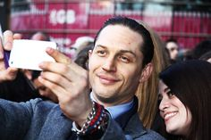 Selfie Tom Hardy and fans