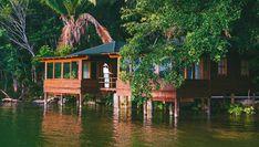 Conoce estos hoteles flotantes para hospedarse en Guatemala, perfectos para un viaje completamente diferente rodeado de naturaleza sobre el agua.