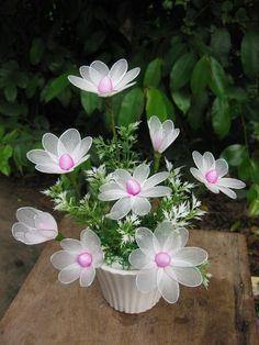 Arranjos de flores com meia de seda