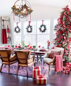 Beautiful Christmas Home Tour. Join me as we see the beautiful Christmas home tour of Louisa Craven! Her lovely home is filled with european flea market finds, and family heirlooms. Christmas Home, Christmas Crafts, Christmas Decorations, Table Decorations, Holiday Decor, Christmas Decor Storage, Christmas Ideas, Xmas, Christmas Fireplace