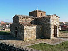 San Pedro de la Nave, El Campillo (Zamora). De estilo visigótico, s. VII.  Entre 1930 y 1932 fue trasladada piedra a piedra desde su emplazamiento original hasta aquí por la construcción del pantano de Ricobayo.