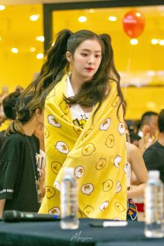 """""""Irene with her blankets : a adorable and devastating thread"""" Red Velvet アイリーン, Wendy Red Velvet, Red Velvet Irene, Kpop Girl Groups, Korean Girl Groups, Kpop Girls, J Pop, Park Sooyoung, Seulgi"""