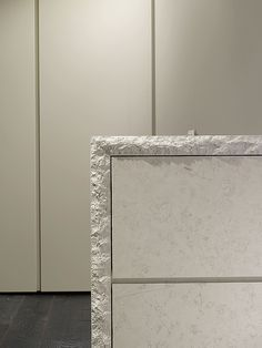 atelier type c in matt honed bianco perlino stone with split edge worktop. Kitchen Interior, Interior And Exterior, Kitchen Design, Interior Design, Sofa Design, Furniture Design, Kitchenette, Joinery Details, Modernisme