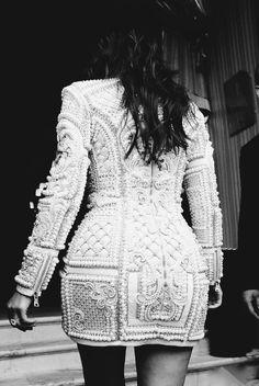 Kim Kardashian killing it in Balmain.    6      1