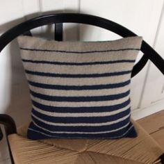 Cushions To Make, Knitted Cushions, Diy Pillows, Knitted Blankets, Pin Cushions, Throw Pillows, Crochet Home Decor, Diy Crochet, Felt Pillow