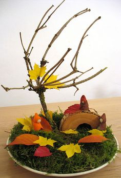 Cute nature table. Great addition to bring the seasons into any space. Autumn ~ Leaf ~ Wind ~ Nature Table